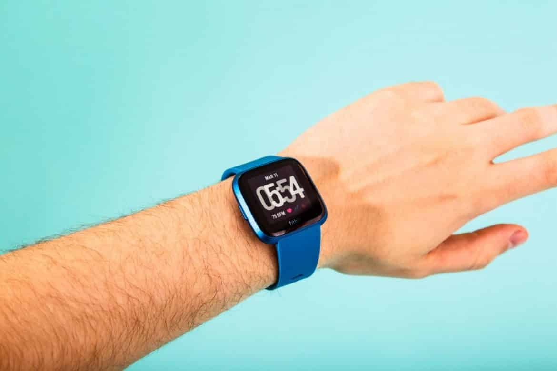 Fitbit Versa Lite.. ساعة اليد قليلة الثمن متعددة المزايا